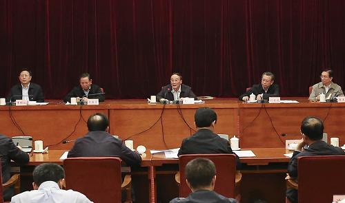 这是9月25日,王岐山参加黑龙江省委领导班子专题民主生活会。记者 丁林 摄