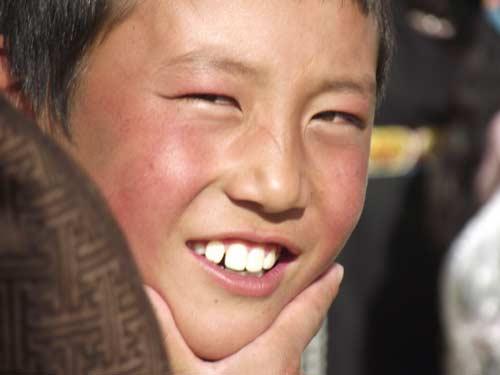 藏族小朋友灿烂的笑脸