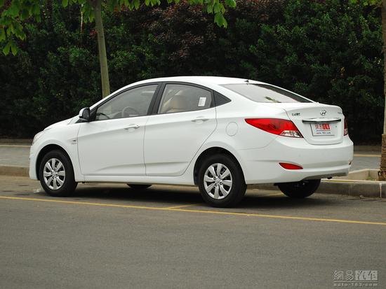 北京现代瑞纳三厢版_汽车 对比选车    现代瑞纳是和起亚k2 同平台的一款a0级小车,相比k2