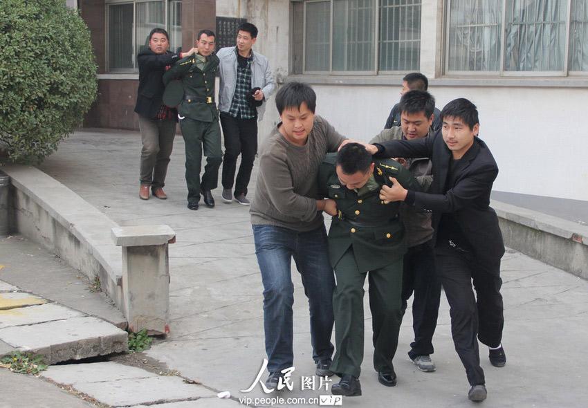 山东临沂警方摧毁假军官集团 昔日 首长 吓