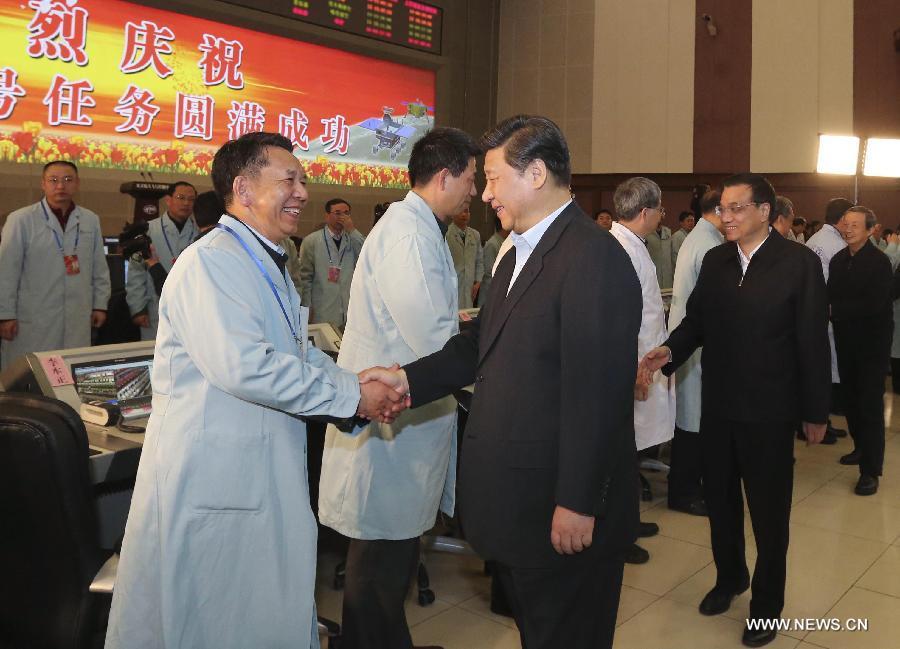 الرئيس الصيني ورئيس مجلس الدولة يصلان إلى مركز المراقبة الفضائي