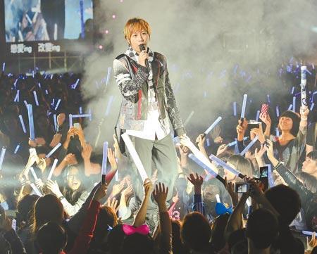 台湾天团五月天高雄跨年演唱会很火爆,上月底门票开卖就销售一空。(图片来自台媒)