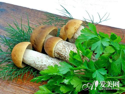女人多吃菇补铁润肤 7种蘑菇的最佳吃法