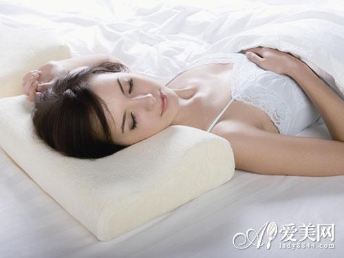 女人睡觉做这7件事 当心美容觉变增龄觉