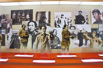 艺术展上展出的毛泽东照片 刘业勇提供