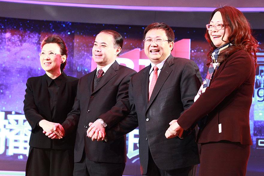 中国网络电视台总经理汪文斌(左三)等嘉宾到会祝贺