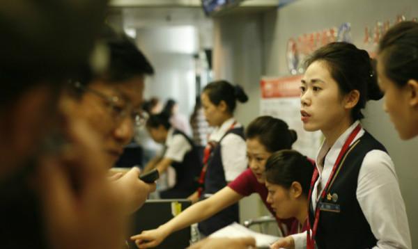 """很多航空公司对于机票都采用""""当即可预订,改签需一日""""的原则。"""