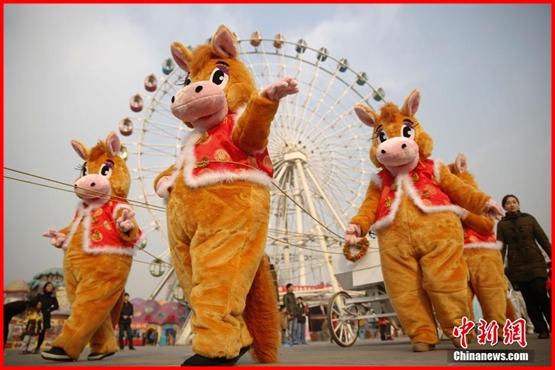 احتفالات متنوعة بمناسبة حلول عام الحصان في الصين