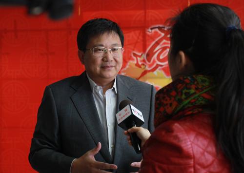 中央电视台网络传播中心主任汪文斌接受采访