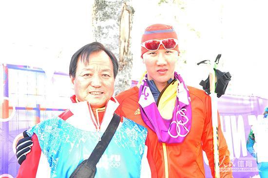 李晓明和弟子孙清海合影。