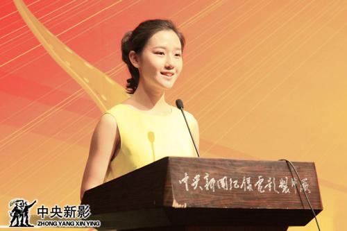 艺术节形象代言人、大学生代表董婕发言