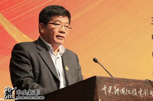 新影集团副总裁赵捷宣读金丹若微电影艺术节组委会名单