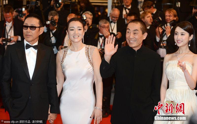 """Zhang Yimou pisó también la alfombra roja para presentar su última película, """"Coming Home"""", que se proyectará fuera de competición."""