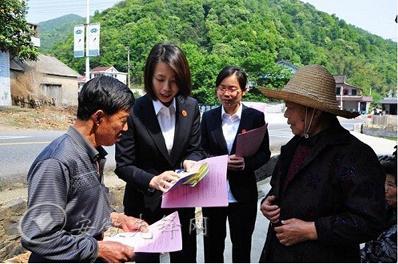 宁国市检察院干部深入群众宣传法律知识