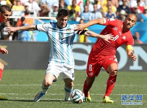 الأرجنتين إلى الدور ربع النهائي على حساب سويسرا بصعوبة
