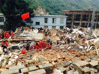 朝闻速递 云南鲁甸地震已致398人遇难图片