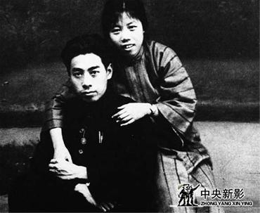 1925年8月8日,周恩来与邓颖超的结婚照