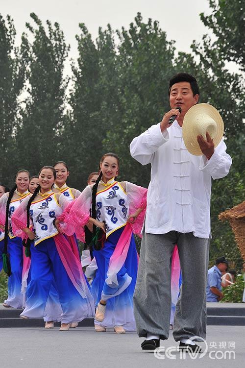 第六届新农村电视艺术节制片人、主持人毕铭鑫