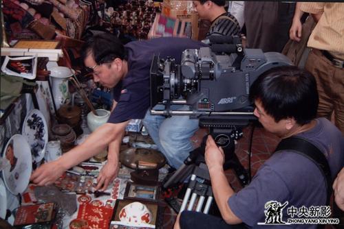 《走近毛泽东》摄制组拍摄有关毛泽东的纪念品