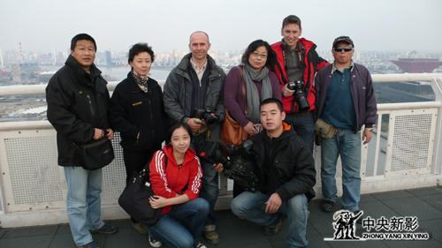 世博官方电影摄制组工作人员合影