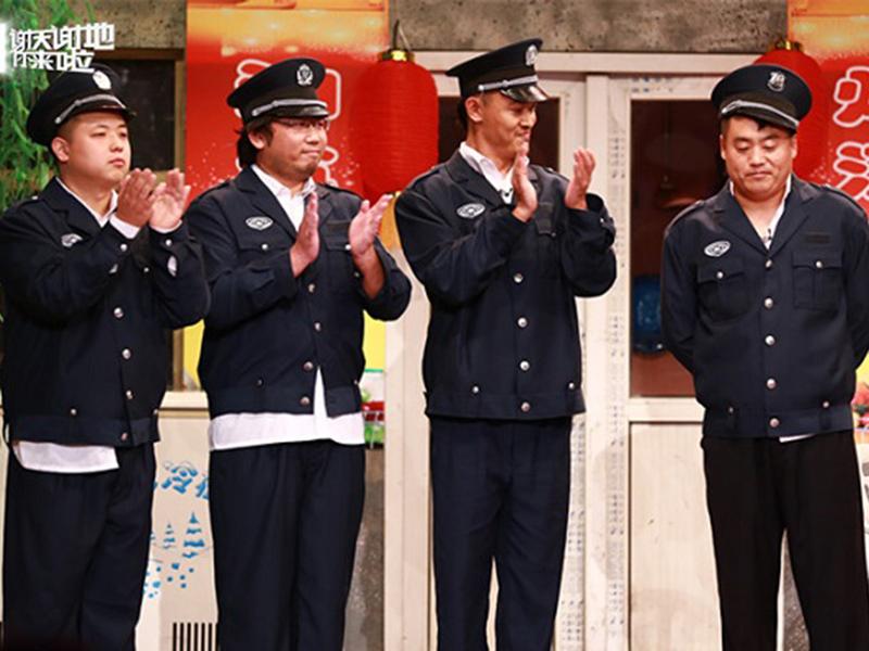 图:电视剧《乡村爱情8》已经杀青,主演之一的宋晓峰(右一)登上了央视《谢天谢地你来啦》,电视剧编剧之一的徐健博(左一)同时也是此幕戏编剧,作为助演之一出演。