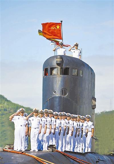 372潜艇官兵风采。