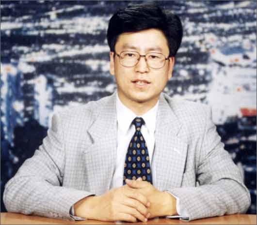 岩松留给电视观众的最初印象