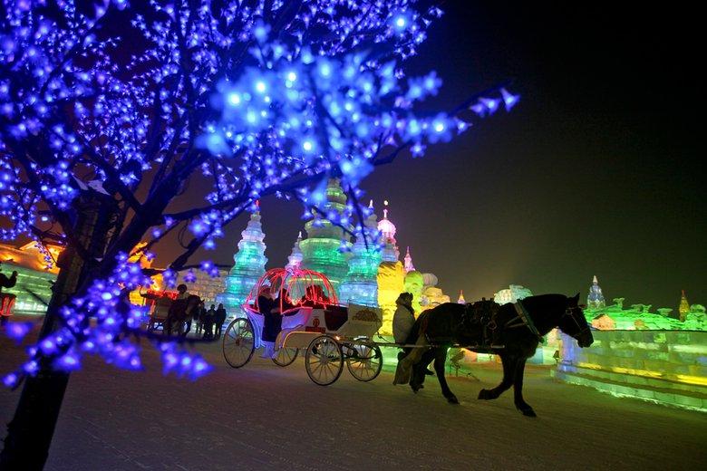 Ледяные скульптуры в Харбине привлекают в регион гостей со всего мира