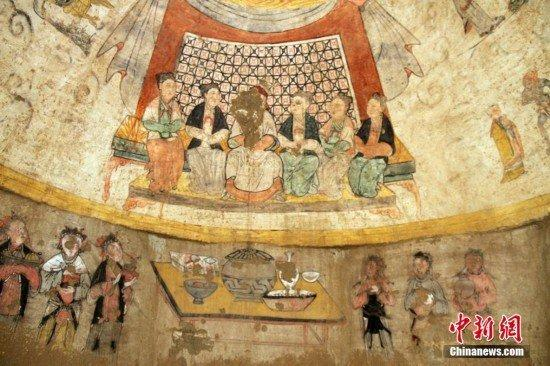 Beautifully painted Yuan dynasty murals discovered inside tomb