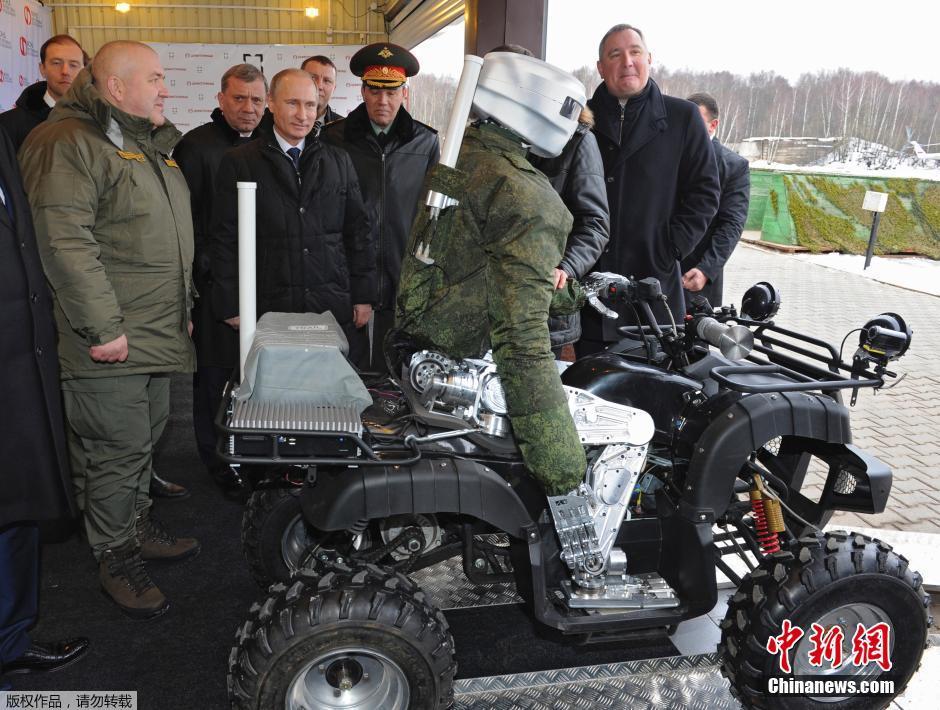 Российские военные представили В.Путину человекоподобного робота