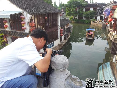 《走遍中国》栏目组在工作现场