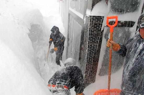 自卫队员赴北海道罗旧町除雪。