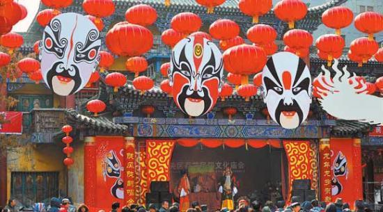 الحشد الاحتفالي في شمال غربي الصين