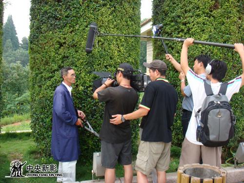 《新的航程》摄制组在安徽铜陵市拍摄