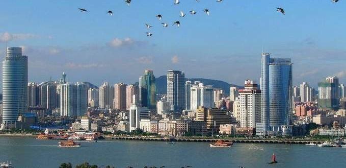 """厦门""""城在海上,海在城中""""。"""
