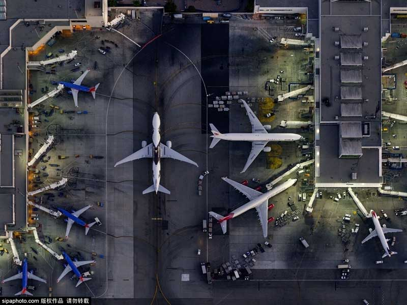 他喜欢飞机,拍摄飞机,作品曾发表在美国《时代》周刊