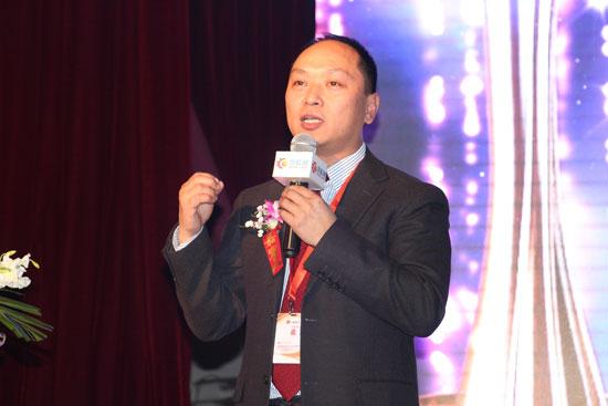 慧聪网汽车产业电子商务公司总经理陈朝军先生作《汽车后市场的变与应变》主题演讲