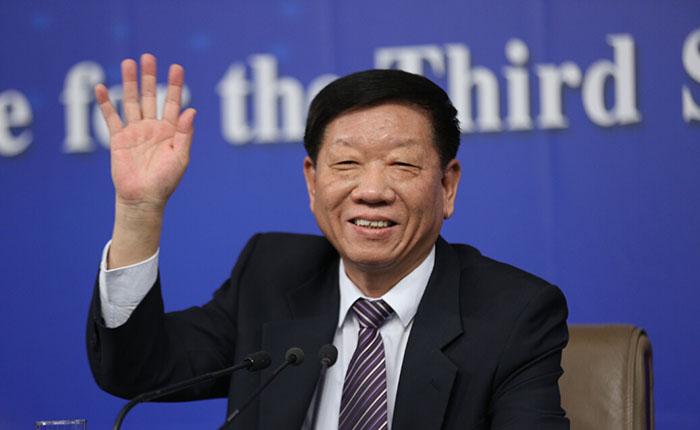 尹蔚民:今年全国县以下机关全推公务员职务与职级并行