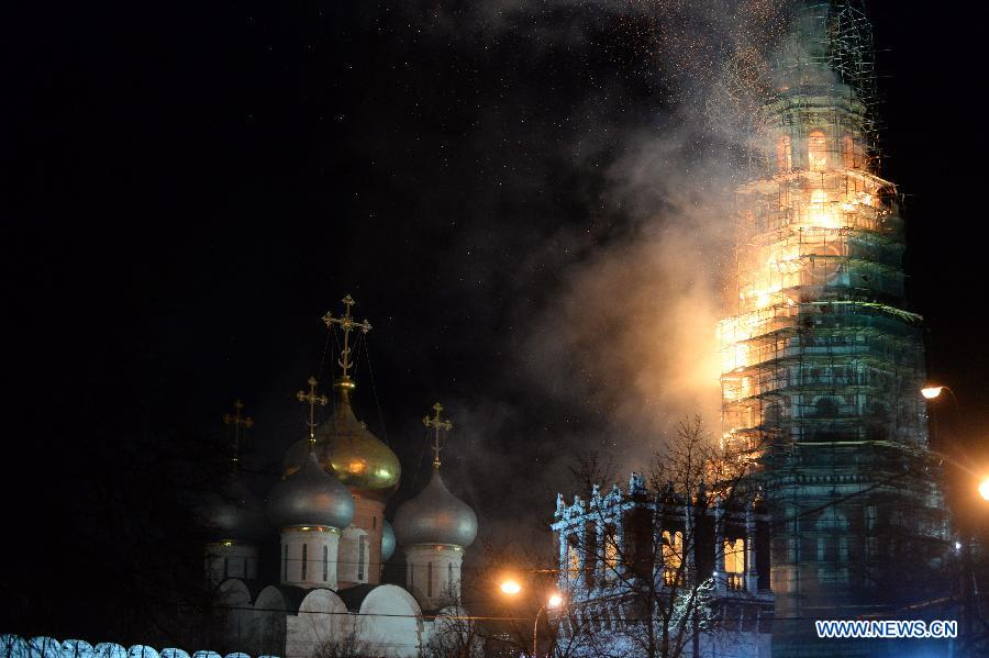 Пожар произошел на колокольне Новодевичьего монастыря в Москве