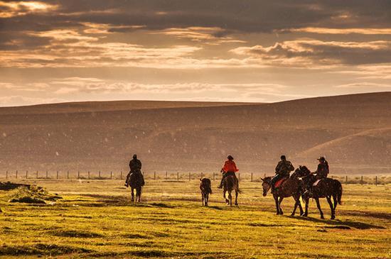 中国 桃花源/室韦是成吉思汗的故乡,他的子孙依旧保留着骑马的传统