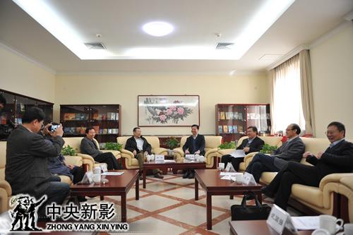 """与会人员就""""中央新影隋唐运河古镇基地""""未来发展展开讨论"""