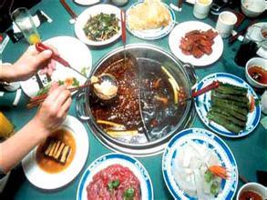 有市民反映,经常吃火锅会感到胃肠不适。
