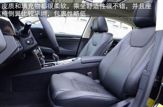后排座椅带有isofix儿童安全座椅接口,同时中央三点式安全带,中央头枕