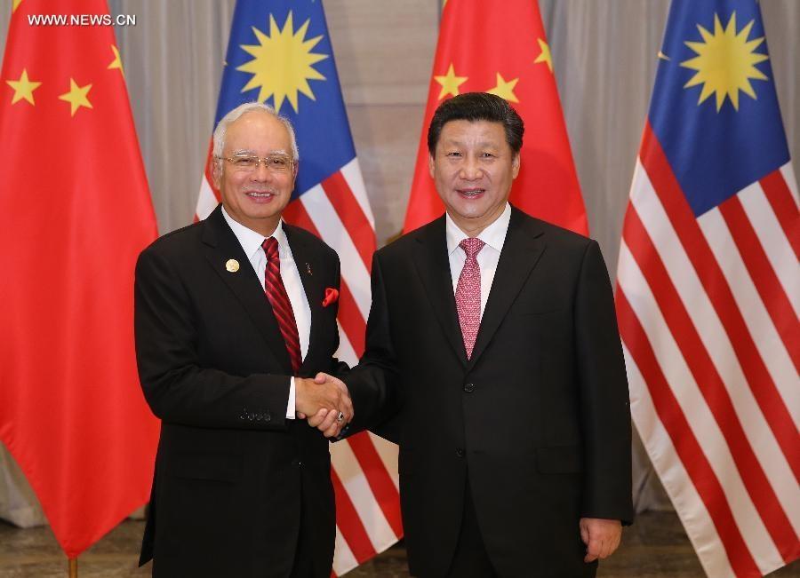 اجتمع الرئيس الصيني شي جين بينغ مع رئيس الوزراء الماليزي نجيب رزاق