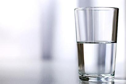 人生学会享受半杯水(图片来源:资料图片)