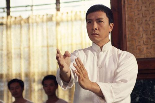 由叶伟信执导,甄子丹主演的电影《叶问3》正如火如荼的拍摄,天天图片