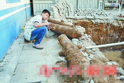 """同安""""老县衙""""改造施工时,意外发现4门古炮。"""