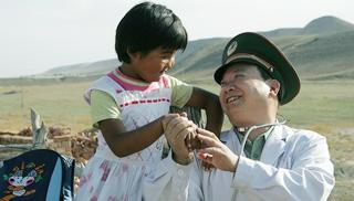30多年来庄仕华先后资助了16名各族失学儿童。