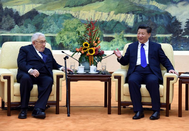 """11月2日,习近平在北京人民大会堂会见出席中美""""二轨""""高层对话第五次会议的美方主席、美国前国务卿基辛格等美方代表。"""