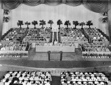 八大党章:中国共产党在全国执政后的第一部党章